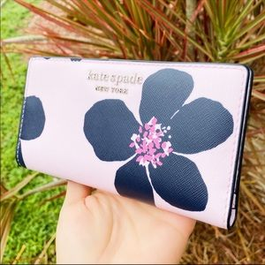 Gabysbags💞👜-Kate Spade Floral Bifold Wallet